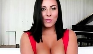 Busty hot babe Gianna Nicole loves to fuck